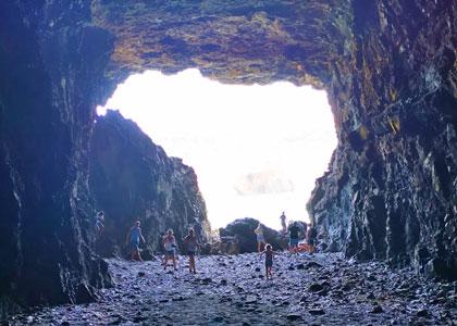 Пещера около пляжа Playa de Ajuy