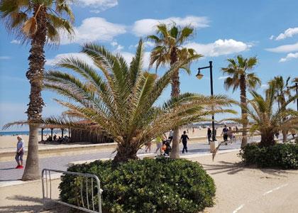 Променад на пляже Лас-Аренас