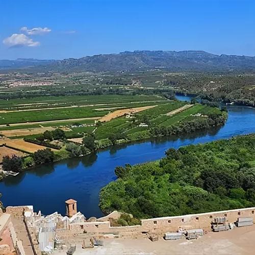 Река Эбро (Каталония). <p> Самая полноводная река Испании с красивыми пейзажами.