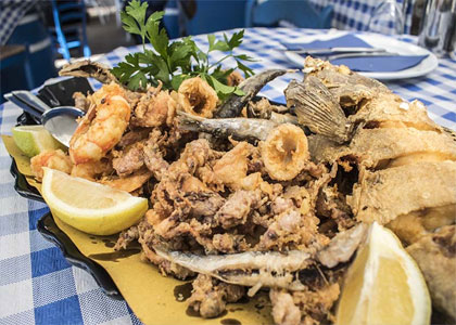 Рыбное ассорти в ресторане Agua y Sal