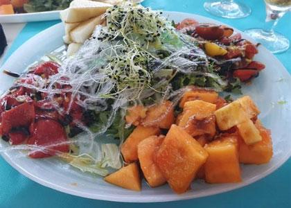 Салат в ресторане La Cueva del Mar