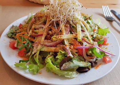 Салат в ресторане Tasca la Tata