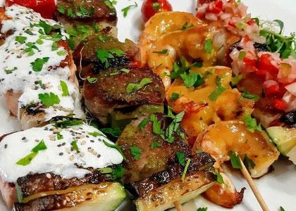 Шашлычки из морепродуктов в ресторане Maria Restaurante Cafe
