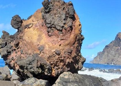 Скала на пляже Playa del Ingles