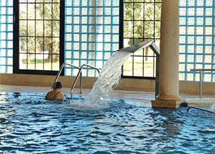 В закрытом бассейне Relais Termal Balnearios