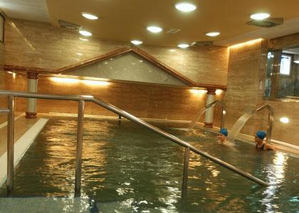 Закрытый бассейн в Balneario de Carballo