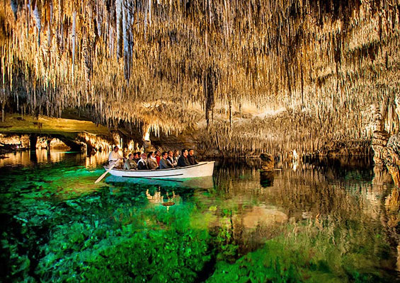 Пещера с подземным озером