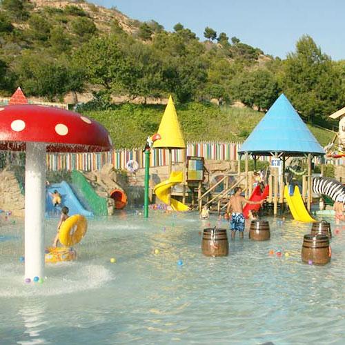 <p>Adventure Land<p>Тематическая зона для детей с фонтанами в виде грибов, водным лабиринтом и многими другими не менее интересными развлечениями.