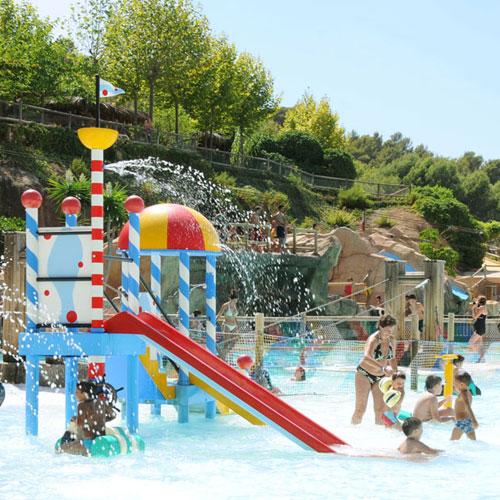 <p>Laguna<p>Тематическая зона для детей с развлекательным центром, горками для прыжков с высоты, тарзанкой и подвесными мостами.