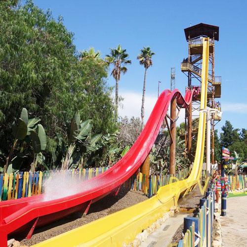 <p>«Король Кахуна»<p>Самая высокая водная горка в парке и в Европе высотой в 31 метр. Человек летит со скоростью 6 м/сек в свободном падении.