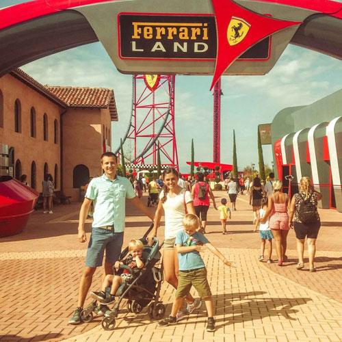 Отдыхающие в Ferrari Land