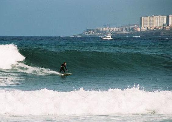 Серфингист в La Izquierda