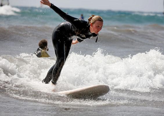 Серфингистка в Эль-Медано