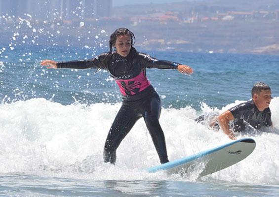 Серфингистка в El Medio