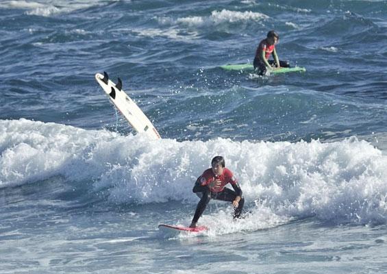 Серфингисты на пляже Мартианес