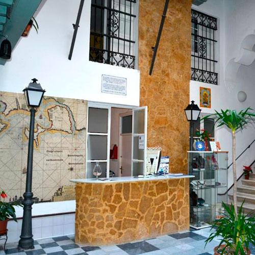 <p>Alquimia Albergue-Hotel<p>Отель в Старом городе. Интерьеры оформлены в традиционном андалузском стиле.
