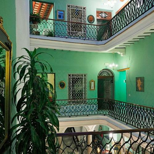 <p>Pension Espana<p>Небольшой гостевой дом. Комфортабельные номера украшены в андалузском стиле.