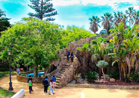 Лестница в парке Хеновес