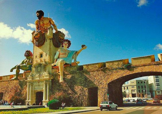 Скульптуры в парке Пуэрта-де-Тьерра
