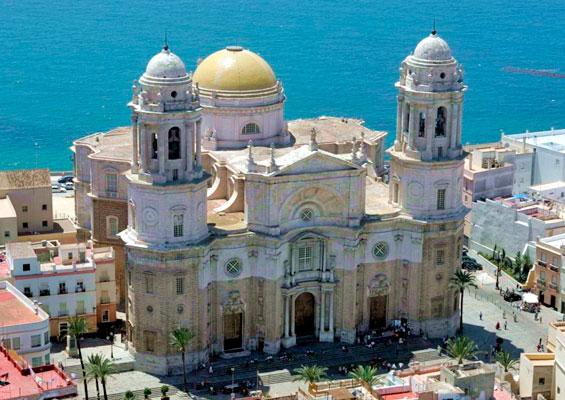 Вид сверху на Кафедральный собор Санта-Крус