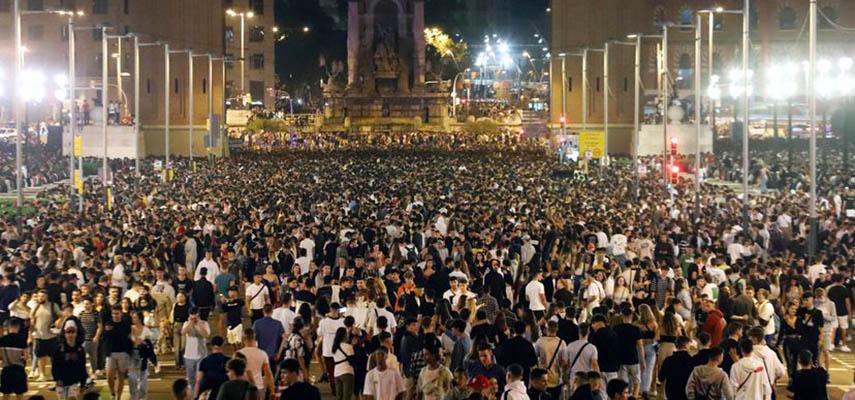 В выходные в Барселоне прошли уличные вечеринки с участием около 40 тыс человек