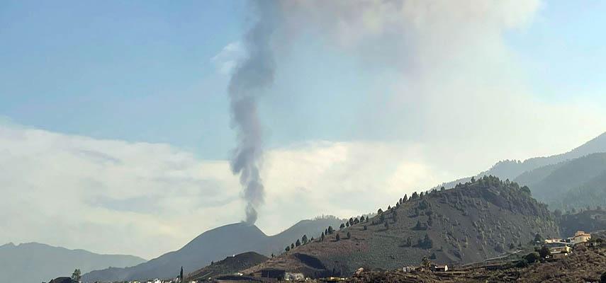 Вулкан Ла-Пальма с новой начал извергать потоки лавы, которая приближается к морю