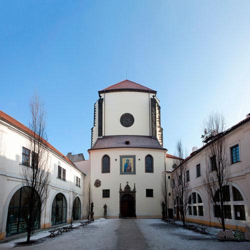 Церковь Девы Марии Снежной. Она была построена в поселке Таганана в 1513 г. Спустя 500 лет стала частью Культурного Интереса.