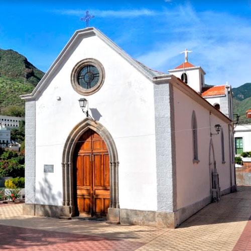 Церковь Святого Петра Апостола. Она расположена в Игесте-Сан-Андрес. Ее постройка относится к началу прошлого века.