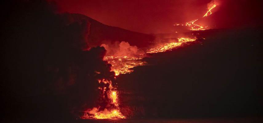 Лавовый поток из вулкана на Ла-Пальма достиг моря вечером 28 сентября