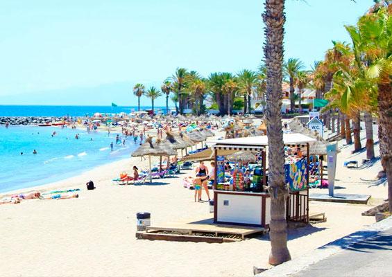На пляже Эль Камисон