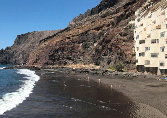 На пляже Лас Гавиотас