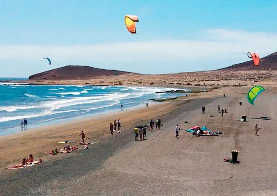 На пляже Леокадио Мачадо