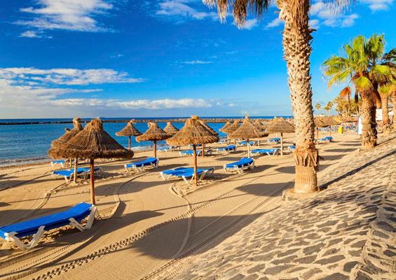 На пляже Лос Кристианос