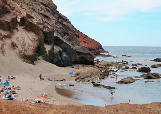 Отдыхающие на пляже Ла Техита