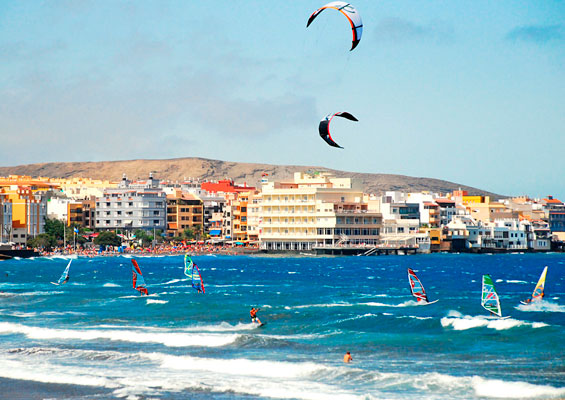 Серфингисты на пляже Эль Медано