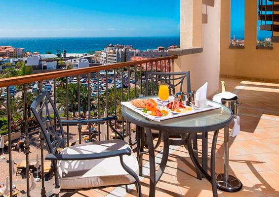 В отеле Costa Adeje Gran