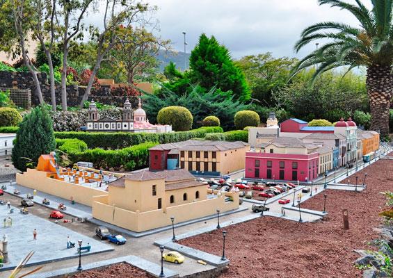 В парке миниатюр Pueblo Chico на Тенерифе