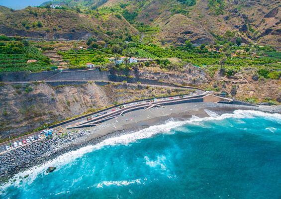 Вид сверху на пляж del Socorro