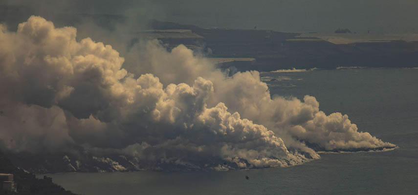 Территория Испании увеличилась на 50 000 кв.м. из-за затвердевания лавы из вулкана на Ла-Пальма в море