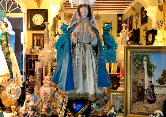 В магазине антиквариата La Casa del Cardenal
