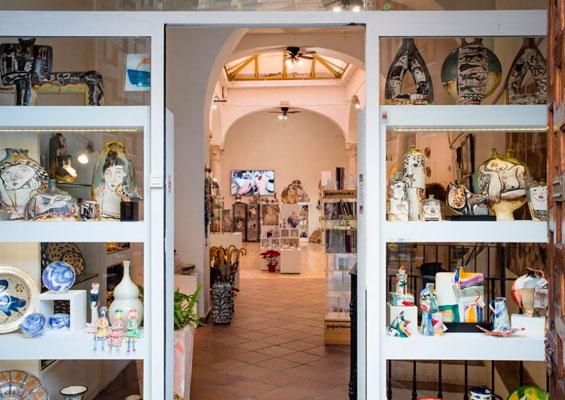В магазине керамики Alfajar