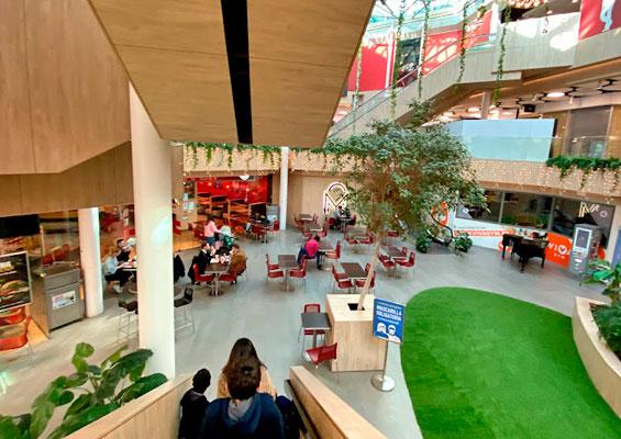 Внутри торгового центра Malaga Plaza